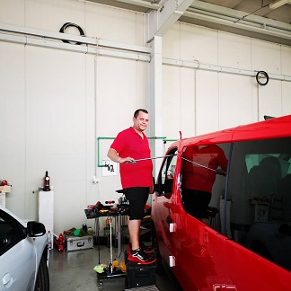 paintless-dent-removal-van-in-action
